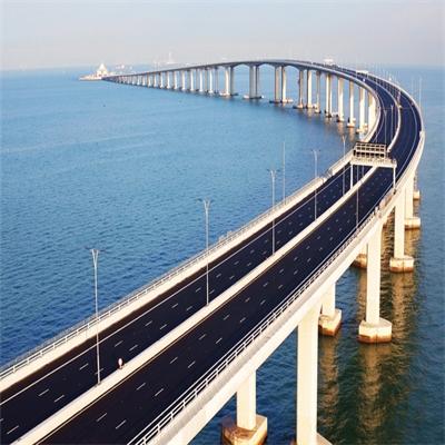 Bridging the gap between Hong Kong and Macau